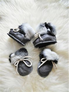 Set of mittens & booties. Genuine leather & sheepskin fur.