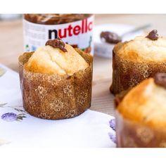 Pecado capital! Magdalenas de limón rellenas de Nutella ↪️la receta hoy en el blog (link en mi perfil)