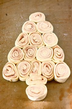 Christmas Tree Cinnamon Rolls. Great Christmas morning breakfast.