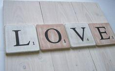 lettres en bois patiné façon scrabble