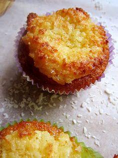 Kääpiölinnan köökissä: I love it and I need it - mielettömät raparperi-kookosmuffinit!