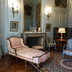 The Château de Bouges, the replica of the Petit Trianon - The Château de Bouges, the replica of the Petit Trianon - Classic Home Decor, French Home Decor, French Country Decorating, Diy Home Decor, Furniture Ads, French Furniture, Cheap Furniture, Furniture Removal, Deco Rose