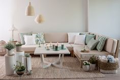 3 Elegant Living Room Furniture You Cannot Resist - Home Design and Decor Living Room Trends, Home Living, Decoracion Vintage Chic, Balkon Design, Elegant Living Room, Corner Sofa, Pillow Corner, Home Staging, Sectional Sofa