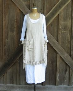 linen jumper pinafore apron dress tunic smock in sand Ready to Ship Sewing Aprons, Sewing Clothes, Ropa Shabby Chic, Boho Chic, Couture Lin, Pinafore Apron, Cute Aprons, Aprons Vintage, Apron Dress