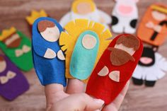 Use your Cricut Maker to make these cute no sew felt Nativity finger puppets. The Cricut Design Space link is included in the tutorial post so you are ready to make them! This post contains affilia… Neighbor Christmas Gifts, Christmas Crafts, Christmas Time, Christmas Ideas, Merry Christmas, Christmas Decorations, Diy Nativity, Felt Finger Puppets, Felt Diy