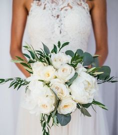 Classic white bouquet. Photo @lindseyingphoto #whitebouquet#bridalbouquet#peonies#gardenroses#floralsbyjenny