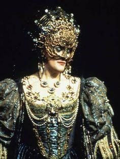 Joan Sutherland as Lucrezia Borgia in Lucrezia Borgia (Donizetti) | #opera #costume