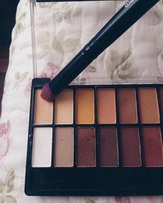 SAIU a resenha mais esperada do blog! 👩🏻💻💄••••#makeup #makeuptutorial #resenha #maquiagem #resenhando #love #fashion #belleangel #paletabelleangel #blog #makingthestyle