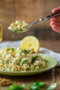 Riso basmati al limone, noci e prezzemolo Garden; Side Recipes, Light Recipes, Raw Food Recipes, Vegetarian Recipes, Cooking Recipes, Healthy Recipes, Cena Light, Confort Food, Food Porn