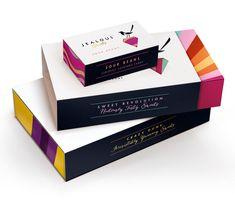 Linda, simples e luxuosa, está entre as melhores embalagens do ano passado.  E poderia ser diferente?  Designed by B and B Studio