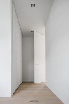 Artisan Chloré 5 Contemporary Interior Doors, Door Design Interior, Interior Trim, Interior Modern, Showroom Design, Kitchen Dining Living, Modern Barn, Property Development, Timber Flooring