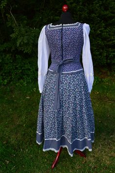 Gunne Sax floral and polka dot corset by CroneCrowVintage Polka Dot Fabric, Polka Dots, Lace Trim, Lace Up, Blue Corset, Gunne Sax, Lace Midi Dress, Look Alike, Crochet Lace