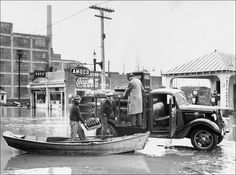Post with 354 views. 1935 Ford delivery truck delivers Coca-Cola during a flood in Richmond, Virginia. Coca Cola, Gas Service, Confederate States Of America, Virginia Is For Lovers, Antique Trucks, Richmond Virginia, Ford Motor Company, Ford Trucks, Retro