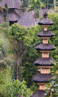 Beautiful temples in Ubud, Bali. #bali #ubud #familytravel