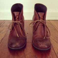 clarks makes such nice boots...sooo simple!