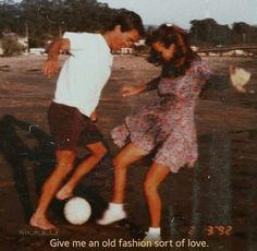 old fashioned love - Vintage Quotes Couple Goals, Cute Couples Goals, Cute Soccer Couples, Cute Young Couples, Sports Couples, Couple Aesthetic, Retro Aesthetic, Aesthetic Grunge, Aesthetic Pictures