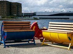Recycled oil drums made into a bench. | Een bankje gemaakt van hergebruikte olievaten.
