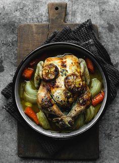 Foto: Diana Dontsova   En fond av skyn och grönsaker som varit i ugnen med kycklingen.  Den här helgen har jag sett fram emot hela veckan. Jag har inget inbokat och efter förra veckans...