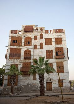 Old Jeddah house - Saudi Arabia by Eric Lafforgue Cultural Architecture, Vernacular Architecture, Islamic Architecture, Beautiful Architecture, Dubai, Amazing Buildings, Asia, Jeddah, United Arab Emirates