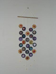 Espanta Espíritos de parede, com cápsulas nespresso e botões.