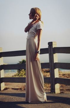 love this silhouette - need to get a maxi skirt