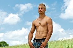 Pete King, the reason why I'm moving back East :) Flawless abs, cute smile and hippie hair (lol, I like it, it's quirky)! Country boys week always be my fave <3
