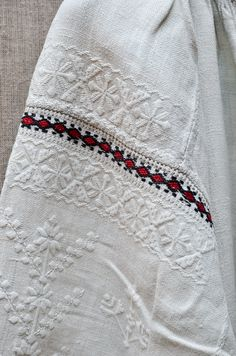 Description:Material: Cotton Linen, Bamboo Embroidery HoopSize: Diameter As the picture showQuantity: 1 x embroidery x needlework x x embroidery x embroidery x embroidery threadsCraft: The embroidery kit contains instructions to teach you how Hungarian Embroidery, Folk Embroidery, Learn Embroidery, Cross Stitch Embroidery, Embroidery Patterns, Modern Embroidery, Embroidered Clothes, Embroidered Blouse, Folk Fashion