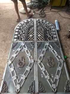 Front Gate Design, Door Gate Design, Window Grill Design, Front Gates, Wrought Iron, Ms, Doors, Gold, Metal Driveway Gates