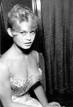 Brigitte Bardot's 8 best beauty moments.