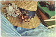 Cappello di paglia con fiori
