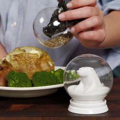 Snow Globe Bears Salt & Pepper Shakers / Gama Go