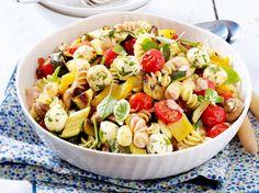 Unser beliebtes Rezept für Nudelsalat mit geröstetem Gemüse und mehr als 55.000 weitere kostenlose Rezepte auf LECKER.de.