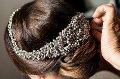 Tocado de porcelana fría en tonos plata para July - July with a silver headpiece handmade out of cold porcelain #tocado #headpiece #bride #hairdo #bridal #boda #handmade #wedding #look www.carmenmariamayz.com