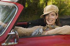 Lässig und praktisch: Mit einer Kappe sind Sie für eine Cabriofahrt gut gerüstet.