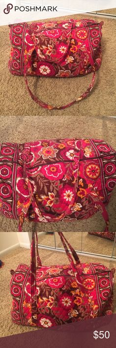 Vera Bradley Large weekender duffle Vera Bradley Large weekender duffle bag. You could fit a weeks worth of clothes in this large bag. No flaws. In great condition! Vera Bradley Bags Travel Bags