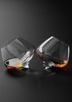 Cool Whisky Glasses for the cognac & cigar room. Reid would think these are cool I bet. Cigars And Whiskey, Whiskey Glasses, Nice Glasses, Cigar Room, Liqueur, In Vino Veritas, Diy Décoration, Modern Glass, Wine Decanter