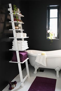 With a HJÄLMAREN wall shelf, you can take your bathroom organization to a new level by arranging all of your things on each step.