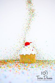 I LOVE CUPCAKES AND SPRINKLES!