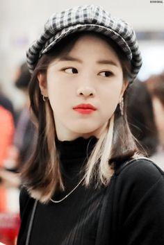 Find images and videos about itzy and ryujin on We Heart It - the app to get lost in what you love. Korean Princess, Gogo Tomago, Blonde Anime Girl, Hair Color Streaks, Everyday Hairstyles, Green Hair, Korean Beauty, Ulzzang Girl, New Girl