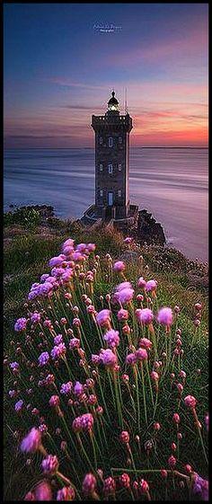 Lighthouse -> Kermorvan Bretagne FRANCE #photo by fabrice robben #landscape nature flowers sky ocean sea lake sunset sun clouds beautiful
