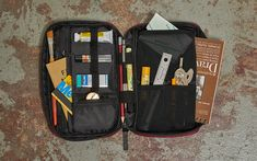 incase Flight Nylon Accessory Organizer - Keeping your pockets full is easy enough, but organizing everything else that goes into your EDC i Mobile Office, Declutter Your Life, Easy Weight Loss Tips, Edc Gear, Office Accessories, Everyday Carry, Laptop Case, Easy Workouts, Sd Card