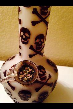 Skull bong man