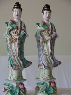 Items similar to Chinese antique Porcelain Statue of Quan Yin on Etsy Chinese Ceramics, Guanyin, Sculpture Clay, China Patterns, Chinese Antiques, Chinese Art, Chinoiserie, Texture, Japanese Art
