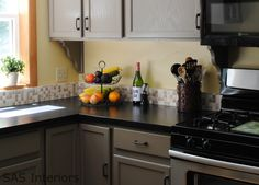 LOVE this kitchen -- gray cabinets, black countertops (Rustoleum Countertop Transformations Onyx)