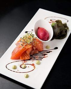 Sashimi de saumon gravelax, crème d'avocat, sorbet betterave.  #instafood #instagood #paris #foodporn