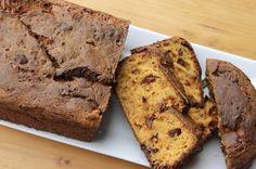 Papillons d'Onyx: [Foodmood] Un délicieux cake à la courge et aux to... Banana Bread, Cake, Desserts, Food, Papillons, Kitchens, Tailgate Desserts, Deserts, Kuchen