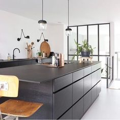 Feel inspired by these kitchen decor ideas. Minimal Kitchen Design, Industrial Kitchen Design, Interior Design Kitchen, Kitchen On A Budget, Diy Kitchen, Kitchen And Bath, Kitchen Decor, How To Clean Furniture, Kitchen Furniture