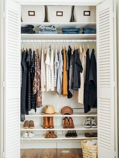 17 New ideas for clothes closet organisation color small spaces Closet Organisation, Closet Storage, Home Organization, Organizing Ideas, Dorm Storage, Clothing Closet Organization, Wardrobe Storage, Bedroom Storage, Organizing Life