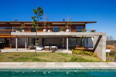 FT Residence 02 FT Residence by Reinach Mendonça Arquitetos Associados Exterior Design, Interior And Exterior, Arch Building, Loft, Mansions Homes, Interior Architecture, Contemporary Design, Luxury Homes, House Design