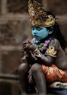 omshantihome:    fillingthecracks:    loversdreamersandme:    (viaimaginasi0n,harvestheart)      A Baby Krishna - children are dressed up for the Festival honoring the Hindu God Krishna  Photo by Kiran Ghadge